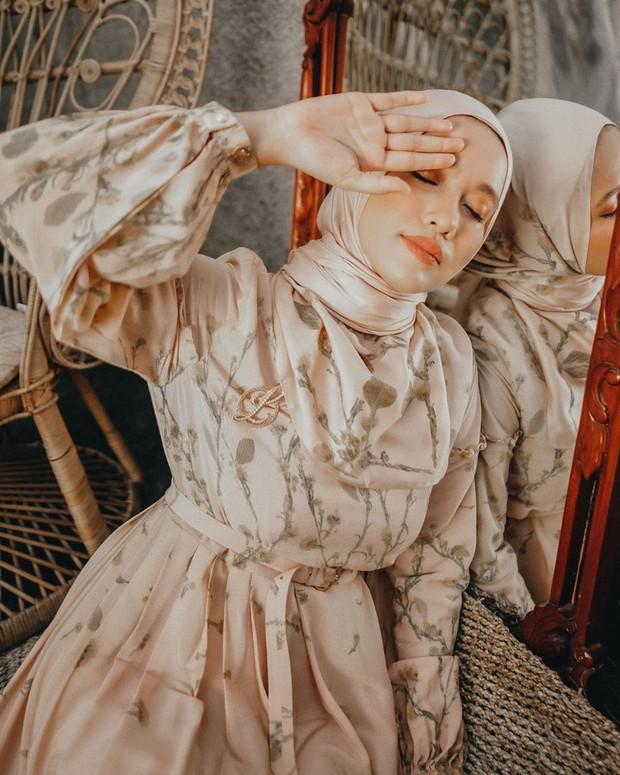 Ana Octarina masih mencari model hijab yang sesuai dengan bentuk wajahnya serta melakukan padupadan yang pas.