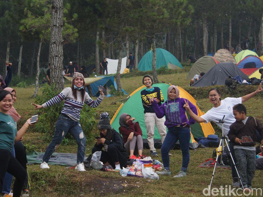 Camping Ground Lembang Diserbu Wisatawan Berbagai Daerah