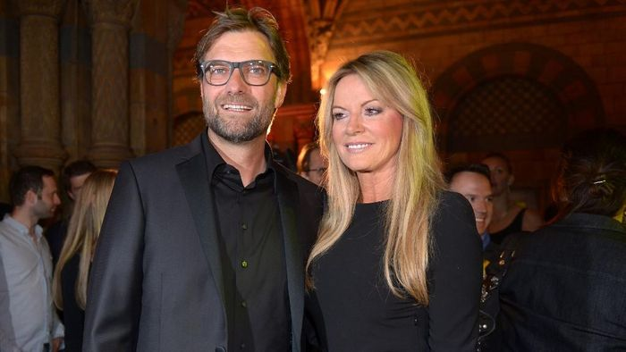Dortmunds head coach Juergen Klopp and his wife Ulla pose for a picture during the after party of the final European Champions League football match FC Bayern Munich vs Borussia Dortmund at the Natural History Museum in London, Great Britain, on May 26, 2012. FC Bayern Munich won the 2013 ChEuropean Champions League match 2:1.  AFP PHOTO /POOL/ FEDERICO GAMBARINI (Photo by FEDERICO GAMBARINI / POOL / AFP)