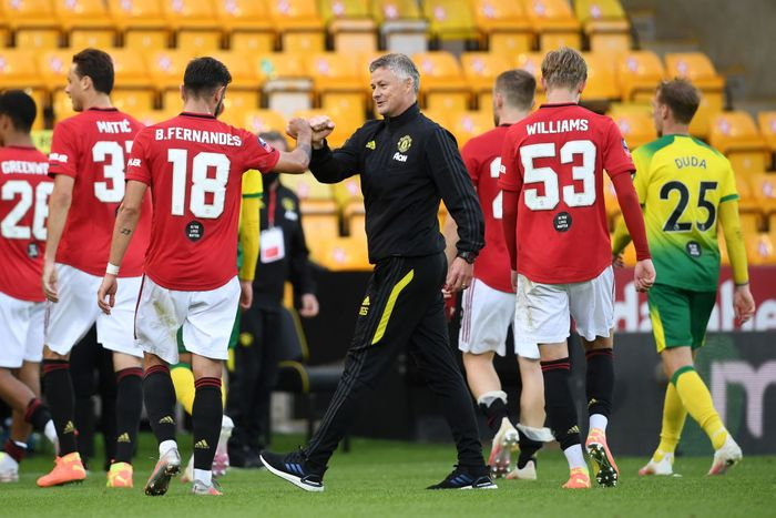 NORWICH, ENGLAND - JUNE 27: Ole Gunnar Solskjaer, Manager of Manchester United interacts with Bruno Fernandes of Manchester United after the FA Cup Quarter Final match between Norwich City and Manchester United at Carrow Road on June 27, 2020 in Norwich, England. (Photo by Joe Giddens/Pool via Getty Images)