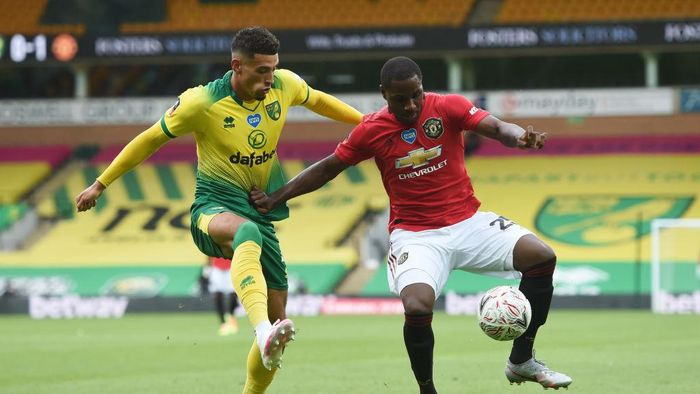 NORWICH, ENGLAND - JUNE 27: Ben Godfrey of Norwich City battles for possession with Odion Ighalo of Manchester United during the FA Cup Quarter Final match between Norwich City and Manchester United at Carrow Road on June 27, 2020 in Norwich, England. (Photo by Joe Giddens/Pool via Getty Images)