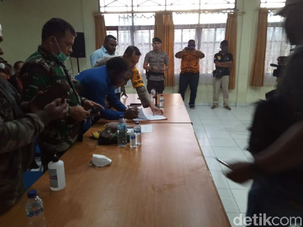 Kabur Usai Reaktif Rapid Test, Pasien di Papua Ajak Warga Rusak RSUD Oksibil