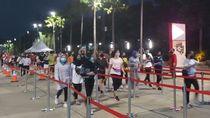 Video Antrean Panjang Pengunjung yang Mau Olahraga di GBK Malam Ini