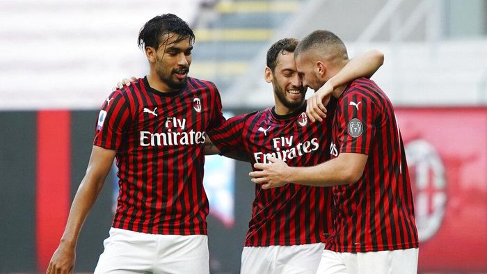 AC Milans Ante Rebic, right, celebrates with teammates Hakan Calhanoglu, center, and Lucas Paqueta after scoring his sides opening goal during the Serie A soccer match between AC Milan and Roma, at the San Siro Stadium in Milan, Sunday, June 28, 2020. (Spada/LaPresse via AP)