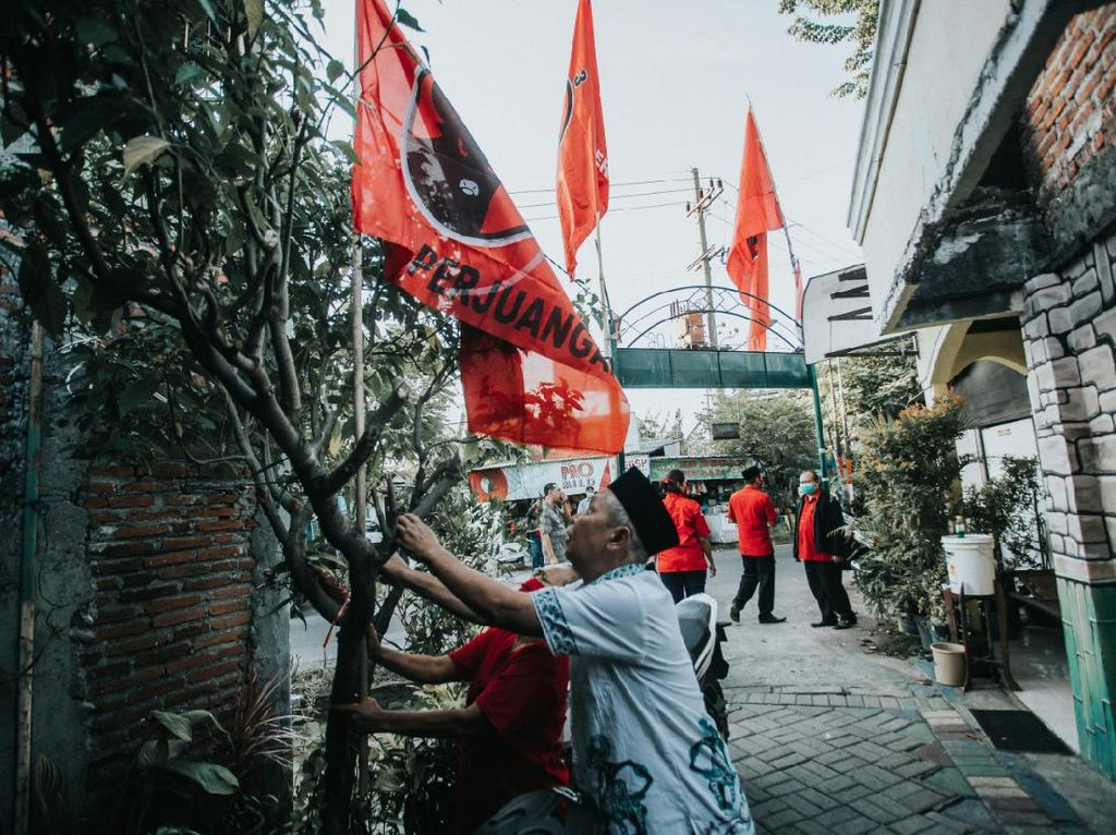 Kader Banteng Surabaya Kibarkan Bendera PDIP di Rumah dan Kampung