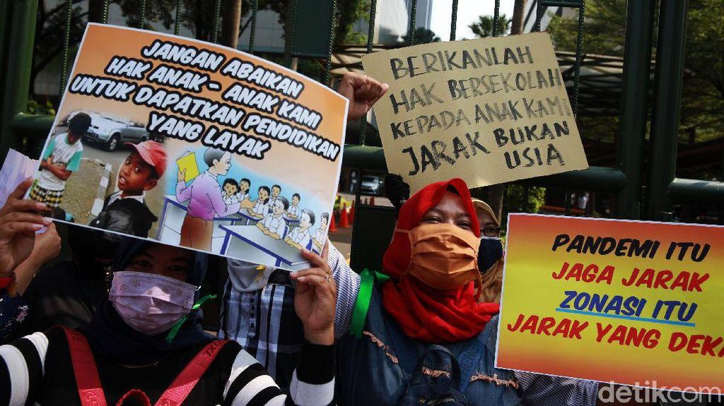 Ortu Demo Tuntut Batalkan PPDB DKI 2020