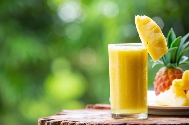 rutin minum jus buah nanas bikin badan langsing.