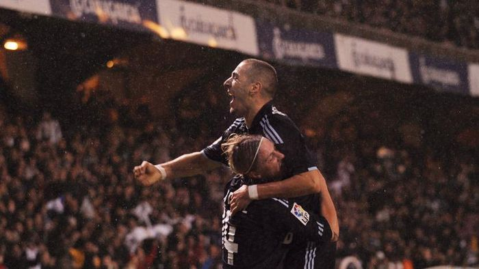 LA CORUNA, SPAIN - JANUARY 30:   Karim Benzema (R) of Real Madrid celebrates with Guti after scoring Reals second goal during the La Liga match between Real Madrid and Deportivo La Coruna at the Riazor Stadium on January 30, 2010 in La Coruna, Spain.  (Photo by Denis Doyle/Getty Images)