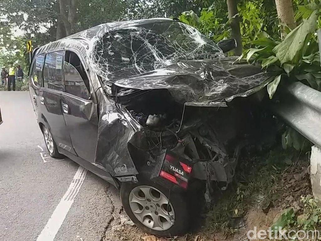 Mobil Tabrak 2 Motor di Pasuruan, Dua Orang Tewas