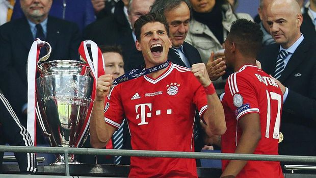 LONDON, ENGLAND - MAY 25:  Mario Gomez of Bayern Muenchen celebrates after victory in the UEFA Champions League final match between Borussia Dortmund and FC Bayern Muenchen at Wembley Stadium on May 25, 2013 in London, United Kingdom.  (Photo by Alex Grimm/Getty Images)