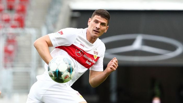 STUTTGART, GERMANY - JUNE 07: Mario Gomez of VfB Stuttgart in action during the Second Bundesliga match between VfB Stuttgart and VfL Osnabrück at Mercedes-Benz Arena on June 7, 2020 in Stuttgart, Germany.  (Photo by Pool/Tom Weller/Pool via Getty Images)