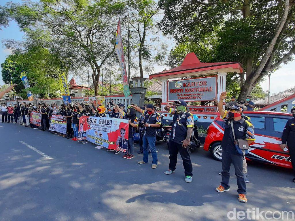 Massa Geruduk DPRD Banyumas Demo Tolak RUU HIP