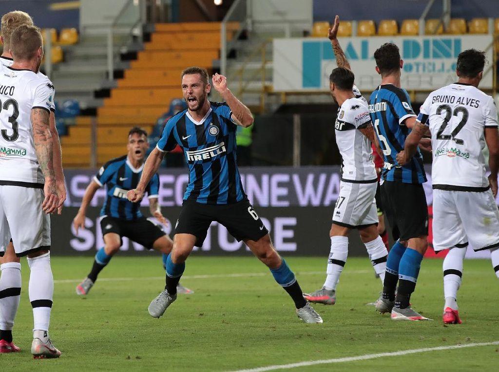 Comeback Jelang Laga Bubar, Inter Menang 2-1 Lawan Parma