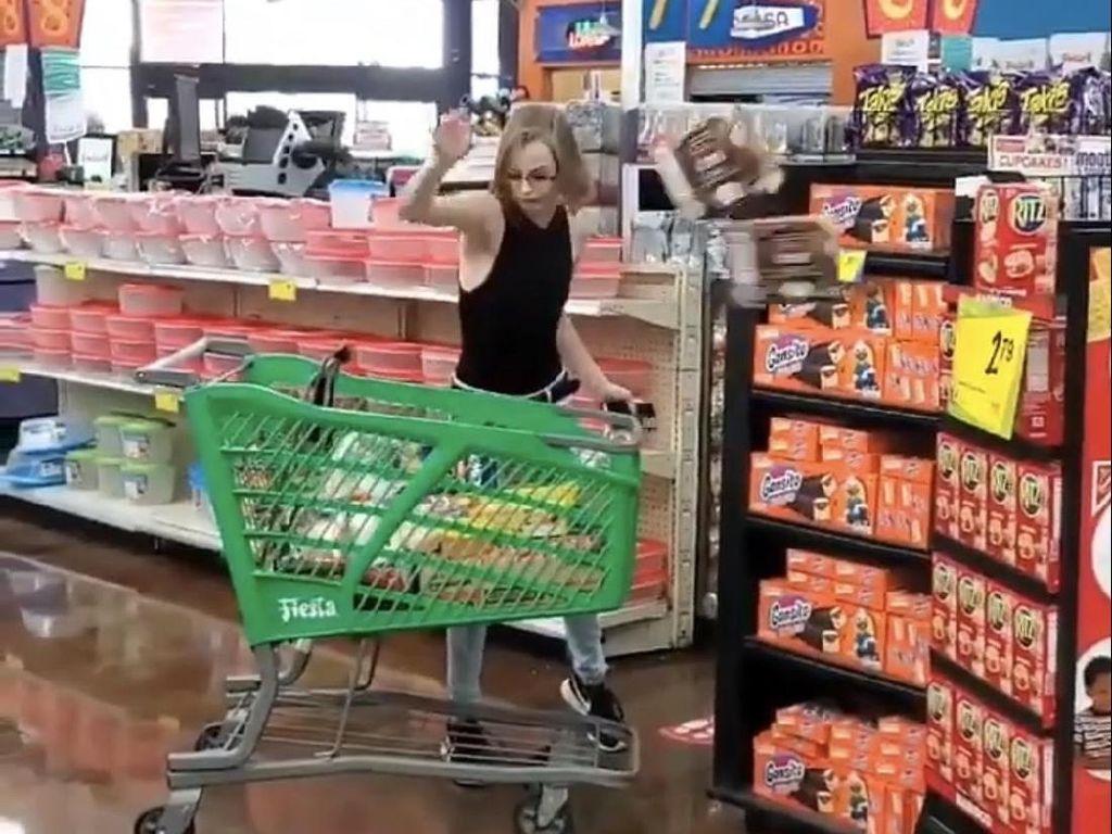 Viral Wanita Ngamuk Diminta Pakai Masker di Supermarket, Lempar Belanjaan