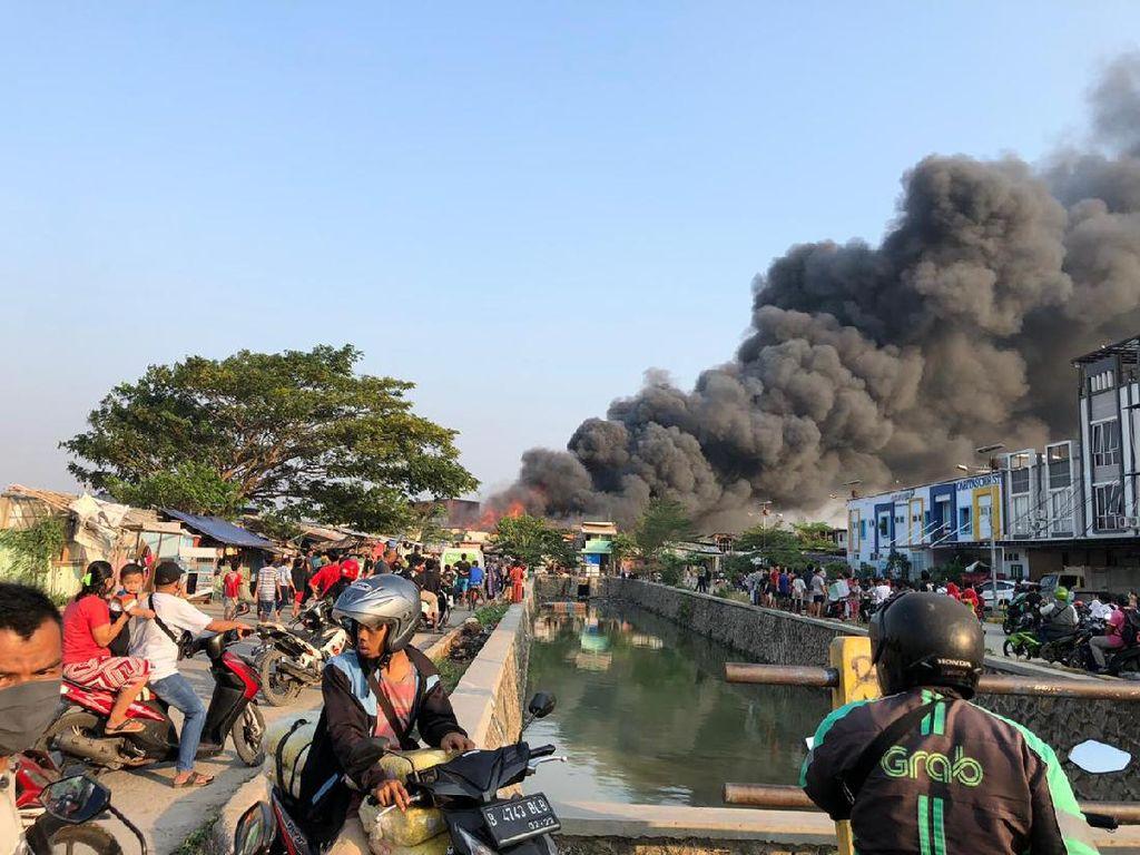 Kebakaran Hunian Padat di Cengkareng Jakbar, Asap Tebal Membubung