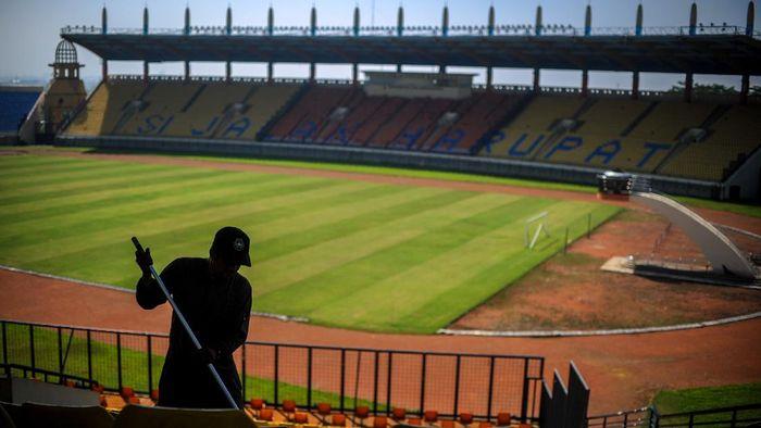 PSSI usulkan Stadion Si Jalak Harupat jadi salah satu venue pelaksanaan Piala Dunia U-20 2021. Yuk, lihat potret stadion yang ada di Kabupaten Bandung itu.