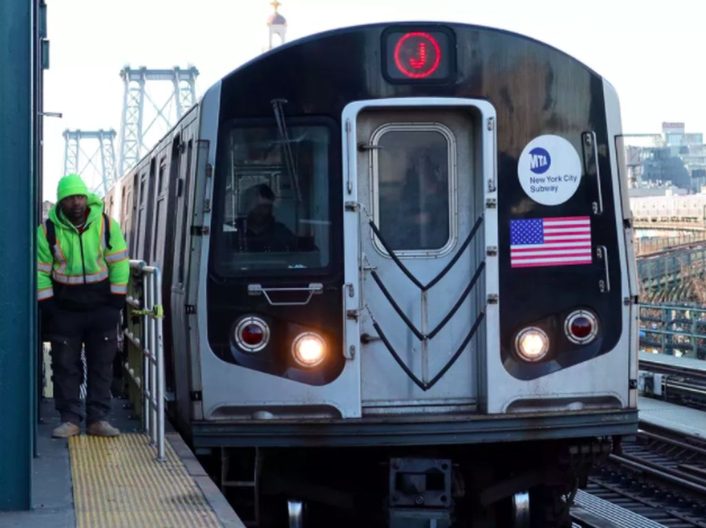 New York Sterilkan Kereta dari COVID-19 Pakai Sinar UV