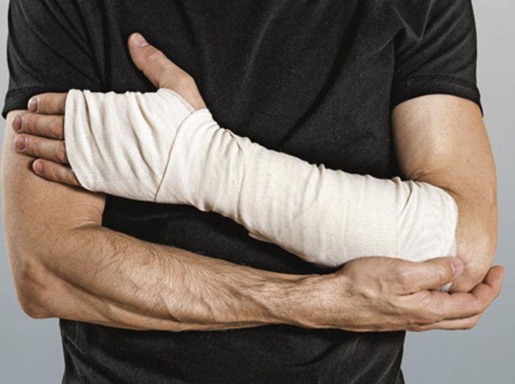 5 Tantangan Makan Paling Berbahaya, Telan Cabe dan Panggang Tangan