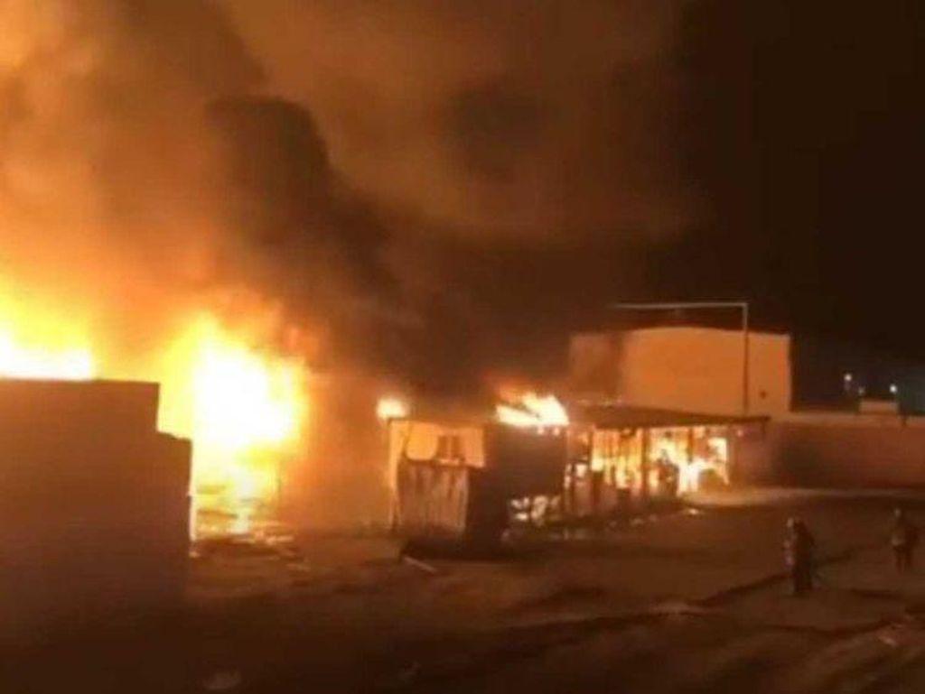 3.000 Mobil Baru Hangus Terbakar di Pelabuhan Kuwait