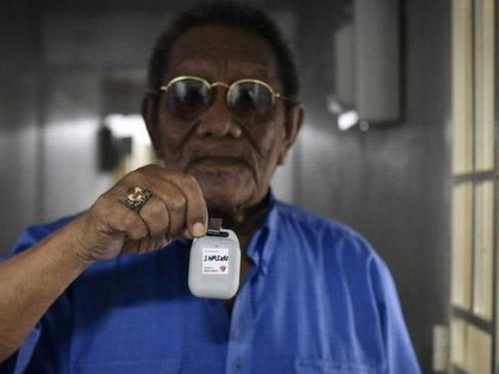 Hambat Corona, Singapura Bagikan Gadget Pelacak ke Warga Tak Punya Ponsel