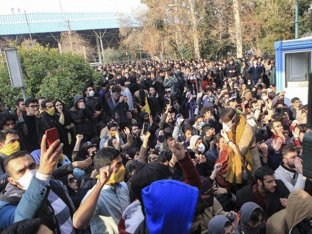 Tulisannya Menginspirasi Demonstrasi, Jurnalis di Iran Dihukum Mati