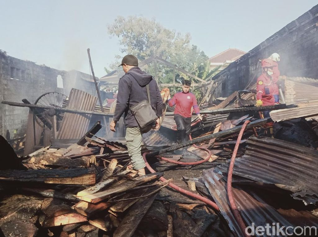 Gudang Penggergajian di Klaten Terbakar, Puluhan Kubik Kayu Hangus
