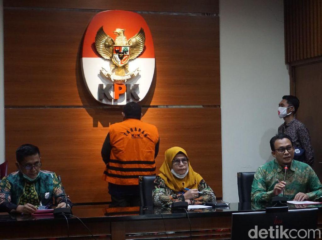 KPK Tahan Tersangka Kasus Korupsi RTH Bandung