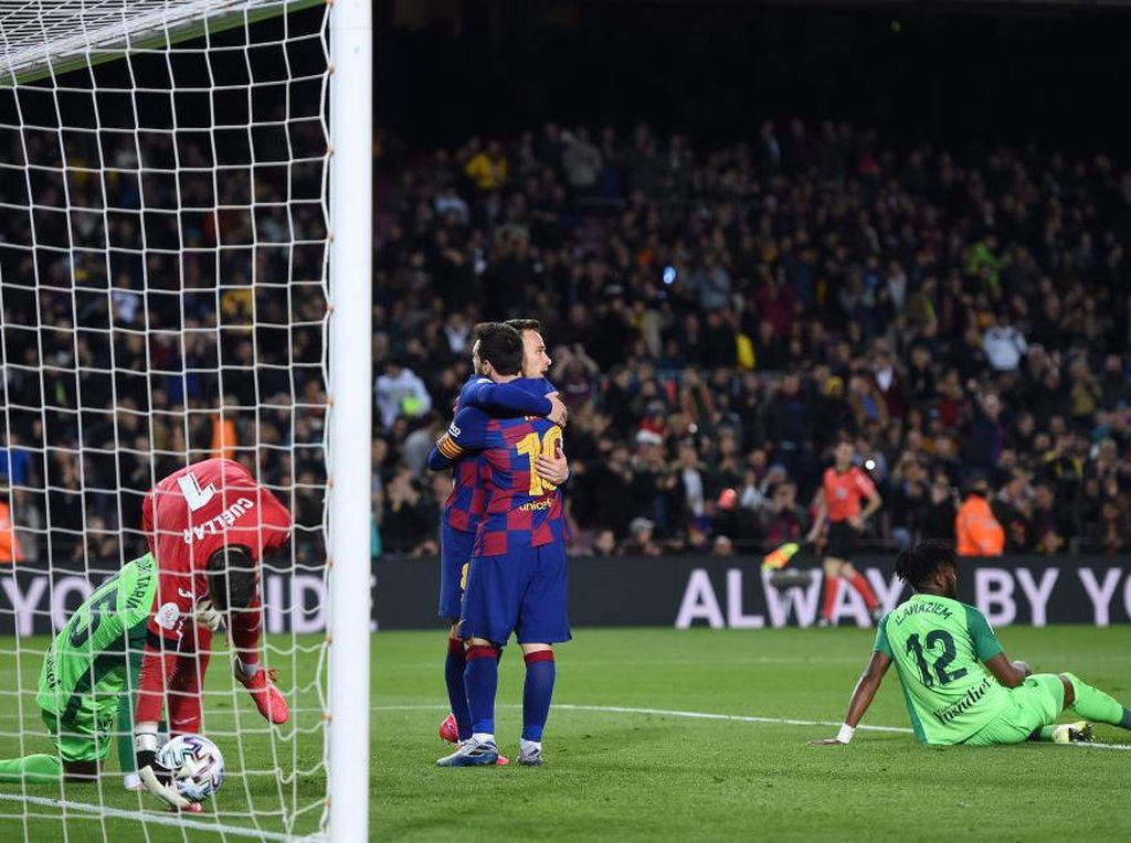 Arthur Pernah Dapat Puja-puji Messi, eh Kini Malah Dijual Barca