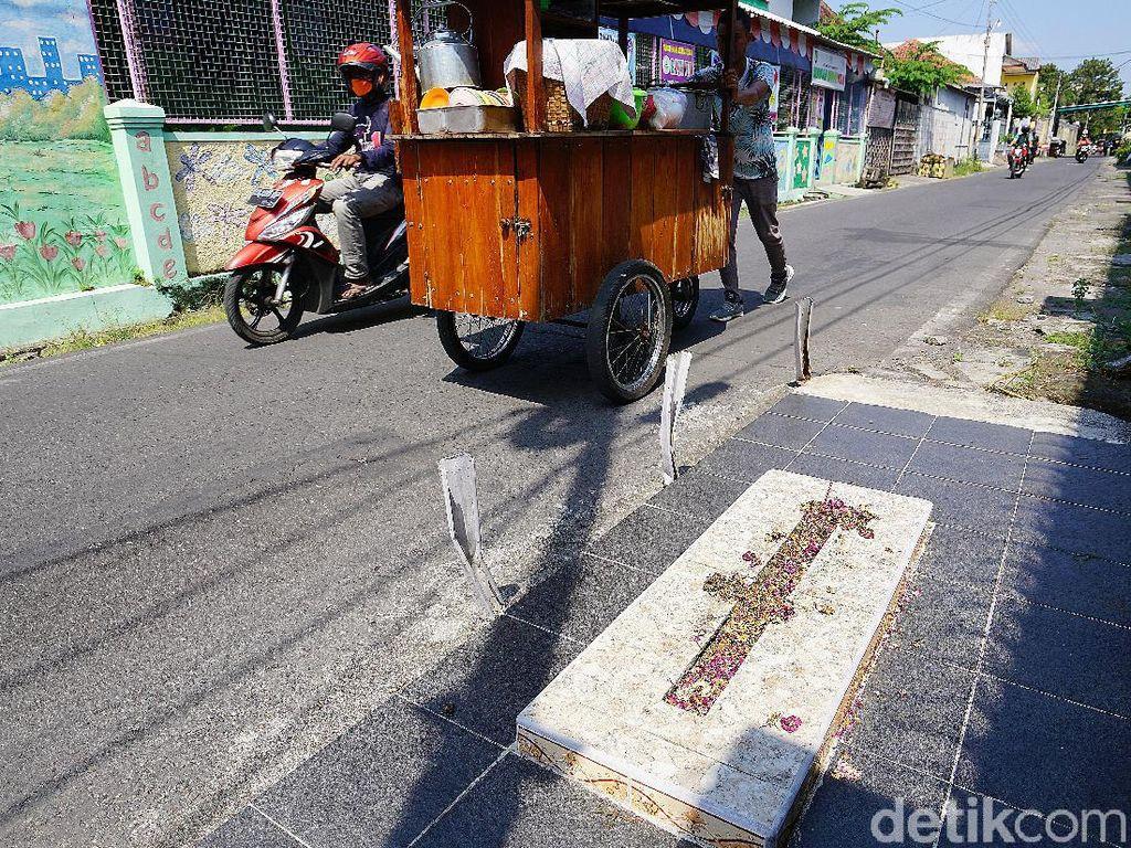 Warga Ungkap Tokoh yang Dimakamkan di Pinggir Jalan Kampung di Solo