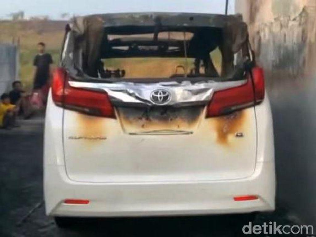 Toyota Alphard Via Vallen yang Terbakar Keluarkan Ledakan, Ini Penyebabnya