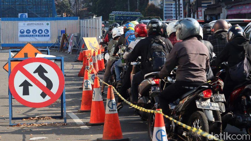 Pembangunan Flyover Dilanjutkan, Jalan Jakarta-WR Supratman Padat