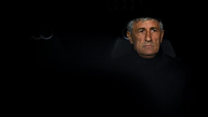 MADRID, SPAIN - MARCH 01: Head coach Quique Setien of FC Barcelona looks on during the Liga match between Real Madrid CF and FC Barcelona at Estadio Santiago Bernabeu on March 01, 2020 in Madrid, Spain. (Photo by David Ramos/Getty Images)