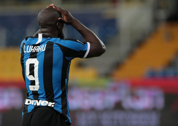 PARMA, ITALY - JUNE 28:  Romelu Lukaku of FC Internazionale shows his dejection during the Serie A match between Parma Calcio and FC Internazionale at Stadio Ennio Tardini on June 28, 2020 in Parma, Italy.  (Photo by Emilio Andreoli/Getty Images)