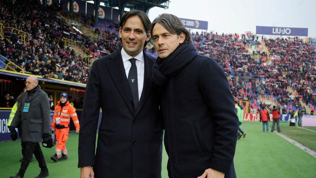 BOLOGNA, ITALY - DECEMBER 26:  SS Lazio head coach Simone Inzaghi and Bologna FC head coach Filippo Inzaghiduring the Serie A match between Bologna FC and SS Lazio at Stadio Renato Dall'Ara on December 26, 2018 in Bologna, Italy.  (Photo by Marco Rosi/Getty Images)