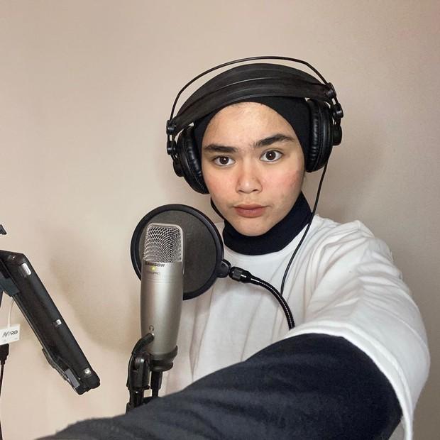 Sivia Azizah adalah finalis ajang Idola Cilik yang tetap konsisten di dunia tarik suara