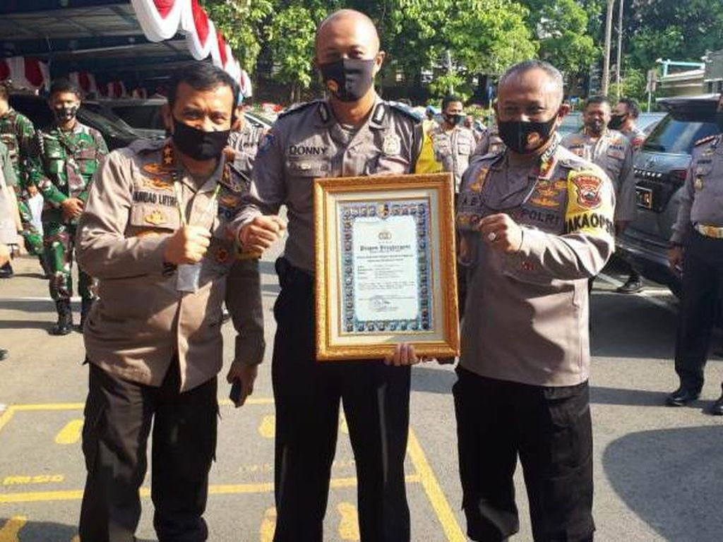 Polisi Magelang Pengadopsi Bocah Al Rayyan Diganjar Pin Emas Kapolri