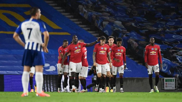 BRIGHTON, ENGLAND - JUNE 30: Manchester United players celebrate their third goal score by Bruno Fernandes during the Premier League match between Brighton & Hove Albion and Manchester United at American Express Community Stadium on June 30, 2020 in Brighton, United Kingdom. Football Stadiums around Europe remain empty due to the Coronavirus Pandemic as Government social distancing laws prohibit fans inside venues resulting in games being played behind closed doors. (Photo by Andy Rain/Pool via Getty Images)