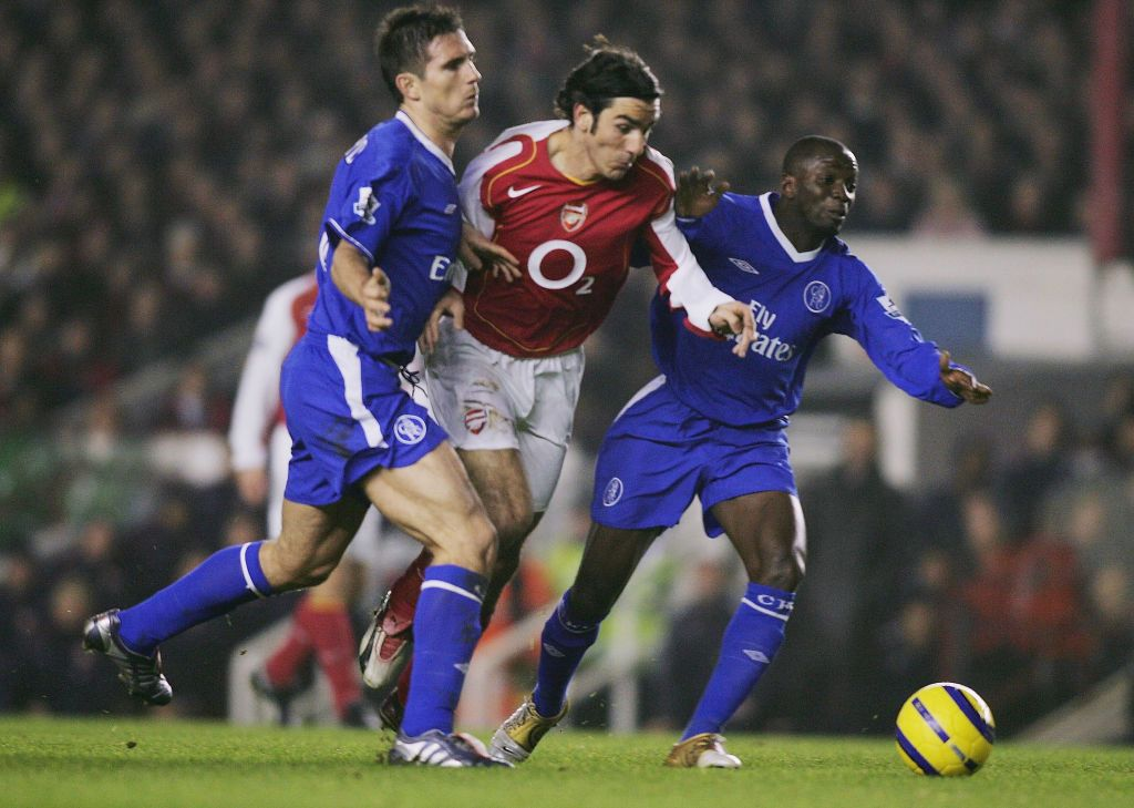 LONDON- ENGLAND - DECEMBER 12:  Robert Pires of Arsenal (centre) battles with Frank Lampard (left) and Claude Makelele of Chelsea before he is fouled during the Barclays Premiership match between Arsenal and Chelsea at Highbury on December 12, 2004 in London, England. (Photo by Ben Radford/Getty Images)
