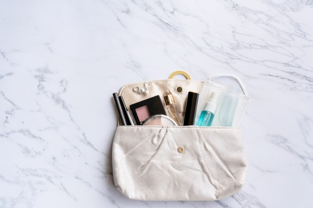 Pilih makeup travel size