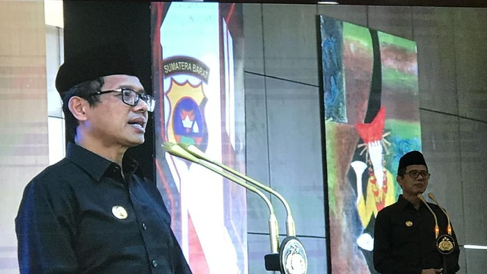 Gubernur Irwan Prayitno dalam syukuran Hari Bhayangkara ke-74 di Mapolda Sumbar, Rabu (1/7/2020).