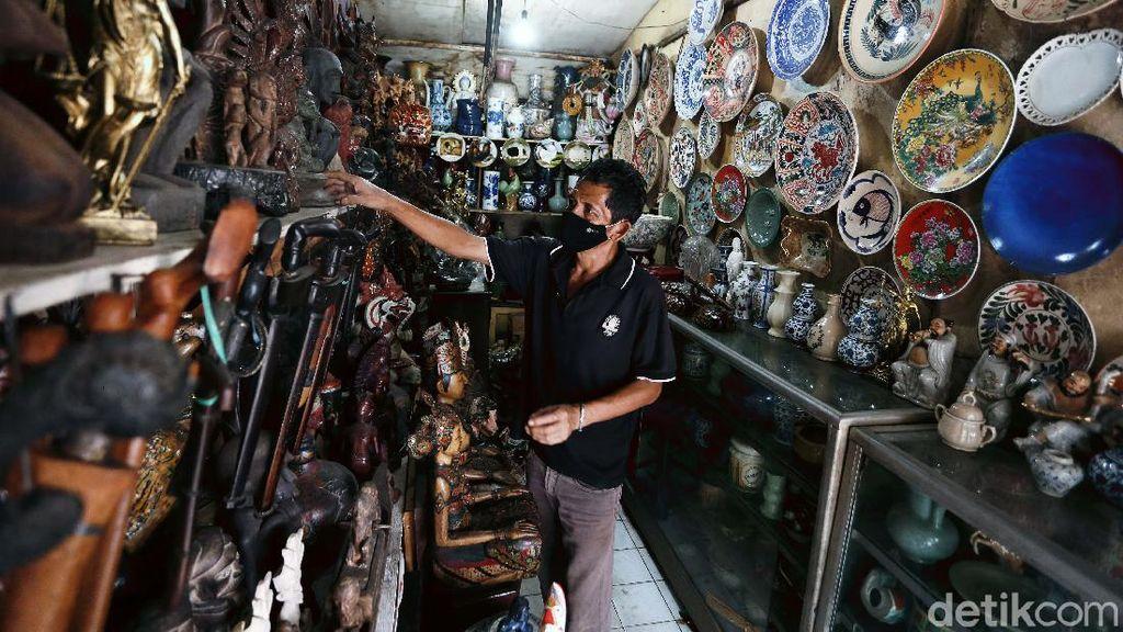 Mengintip Pasar Barang Antik di Jalan Surabaya