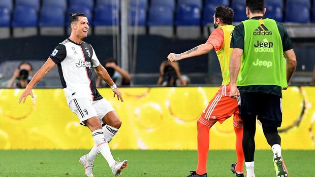 Juventus' Cristiano Ronaldo, left, celebrates after a goal during an Italian Serie A soccer match between Genoa and Juventus at the Luigi Ferraris stadium in Genoa, Italy, Tuesday, June 30, 2020. (Tano Pecoraro/LaPresse via AP)
