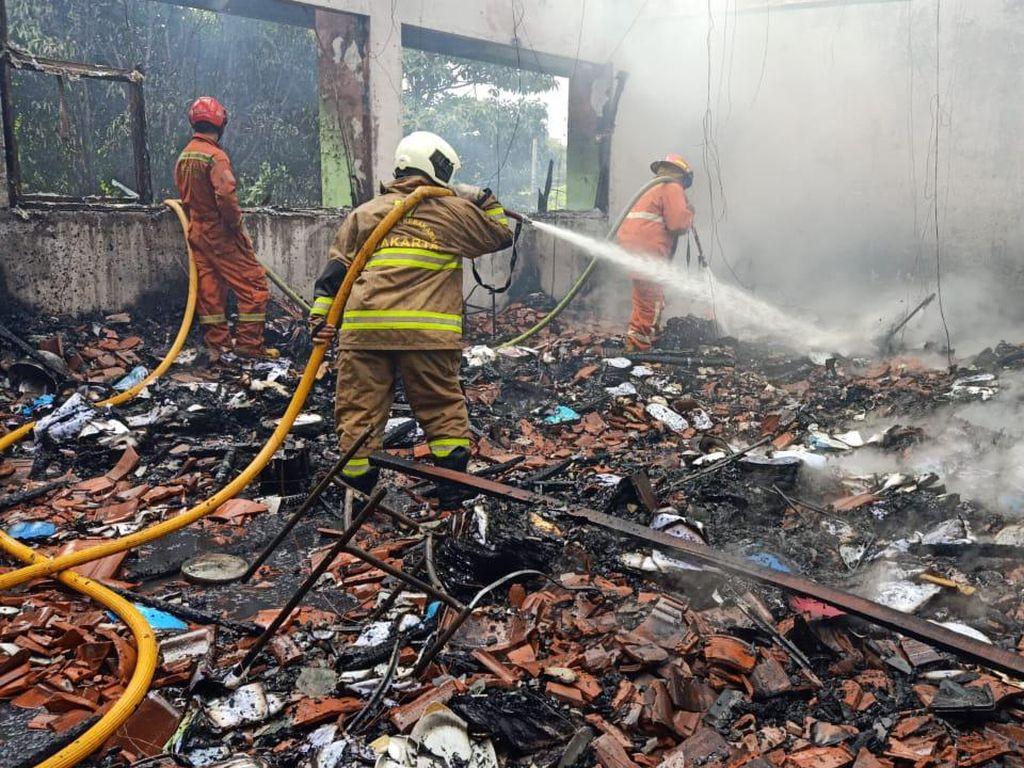 Kebakaran di SMA Negeri 100 Jaktim Diduga Akibat Korsleting AC