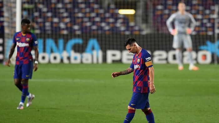 BARCELONA, SPAIN - JUNE 30: Lionel Messi of FC Barcelona shows his disappointment after the second goal for Madrid during the Liga match between FC Barcelona and Club Atletico de Madrid at Camp Nou on June 30, 2020 in Barcelona, Spain. (Photo by David Ramos/Getty Images)