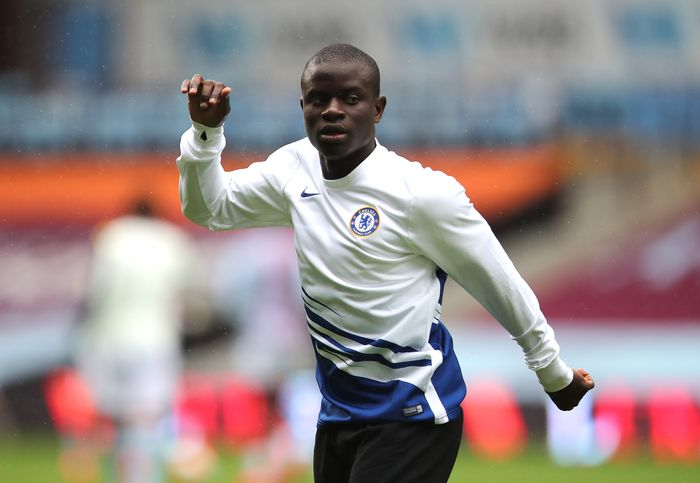 BIRMINGHAM, ENGLAND - JUNE 21: NGolo Kante of Chelsea warms up ahead of the Premier League match between Aston Villa and Chelsea FC at Villa Park on June 21, 2020 in Birmingham, England. Football Stadiums around Europe remain empty due to the Coronavirus Pandemic as Government social distancing laws prohibit fans inside venues resulting in all fixtures being played behind closed doors. (Photo by Molly Darlington/Pool via Getty Images)