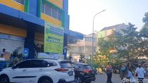 Larangan Kantong Kresek Belum Berjalan di Pasar Tebet Barat