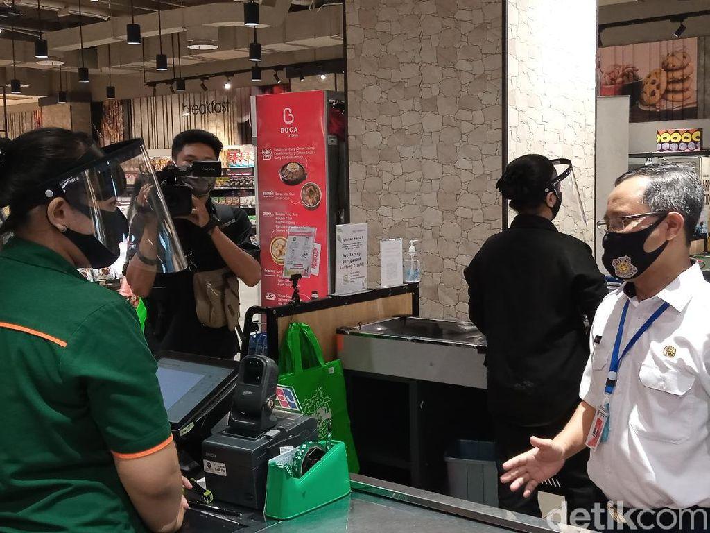 Pemprov DKI Cek Penerapan Aturan Kantong Plastik di Mal, Ini Temuannya