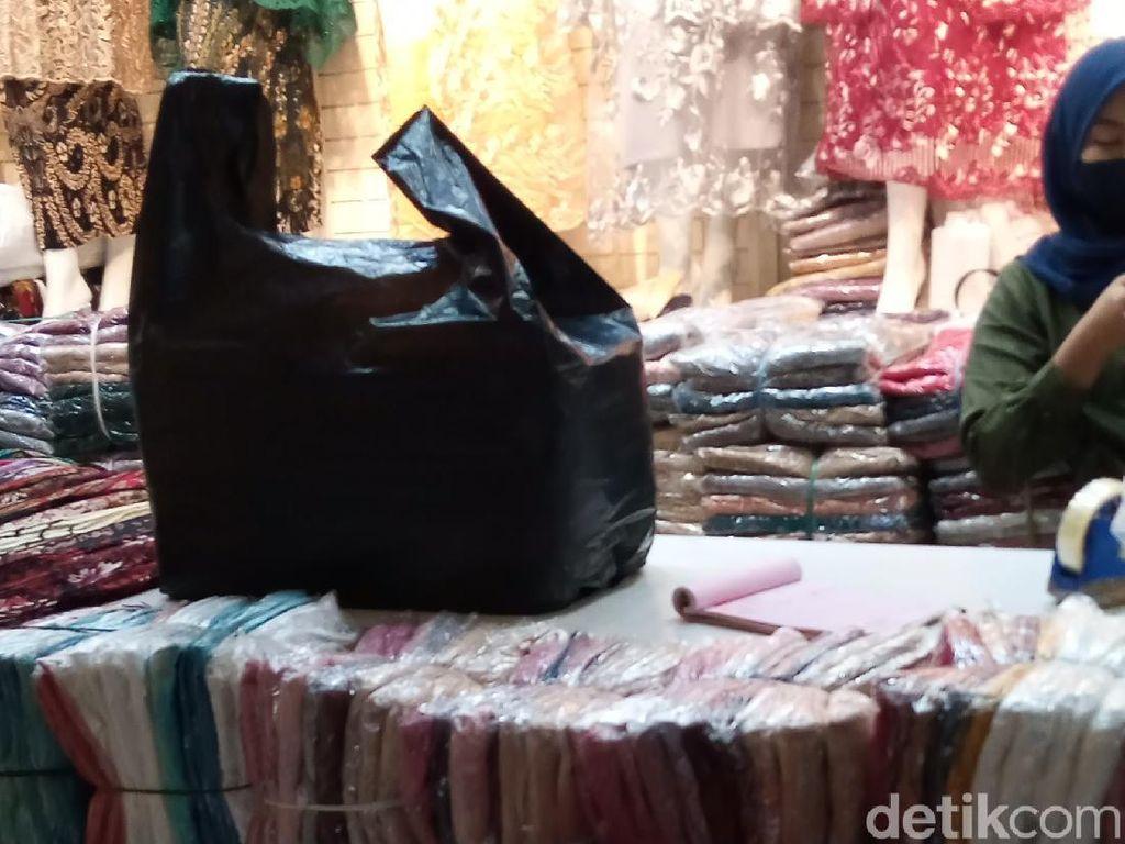 Sejumlah Pedagang Pasar DKI Masih Pakai Kantong Plastik, Ini Kata Pasar Jaya