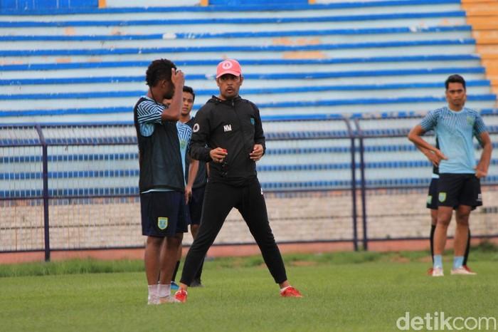 Pelatih Persela Lamongan Nilmaizar