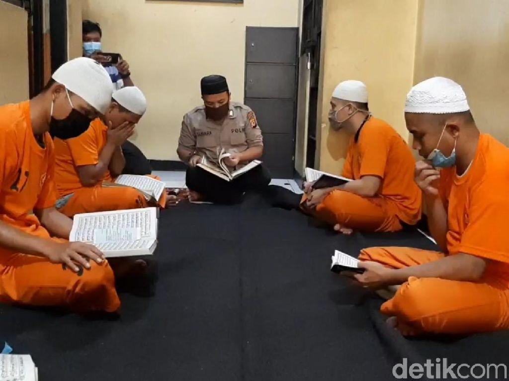 Kisah Bripka Penda, Polisi yang Jadi Guru Ngaji Tahanan di Polres Tasik